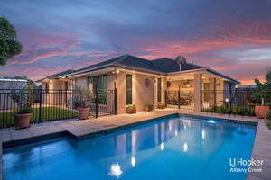 MASSIVE 272m2 ENTERTAINER'S OASIS ON THE LAKE! POOL + BBQ INTEGRATED ALFRESCO +