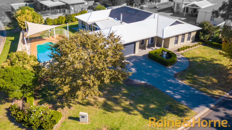 6 Pebble Beach Drive, Dubbo NSW 2830