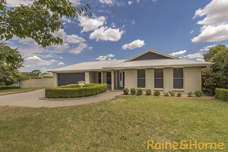 Photo - 6 Pebble Beach Drive, Dubbo NSW 2830  - Image 2