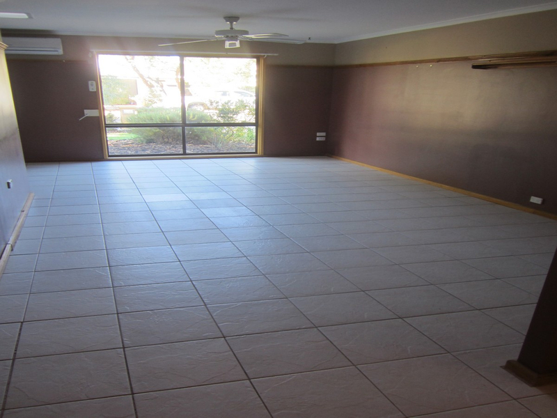 Photo - 6 Wirrda Street, Roxby Downs SA 5725  - Image 4