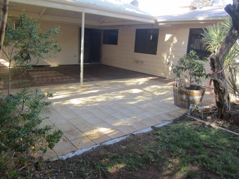 Photo - 6 Wirrda Street, Roxby Downs SA 5725  - Image 13