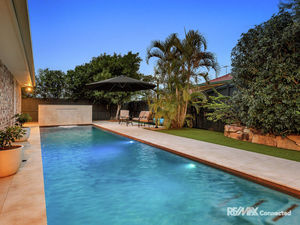 640m2 Block with pool in the sought after Freshwater Estate!!