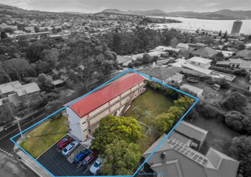 64 Derwentwater Avenue, Sandy Bay TAS 7005