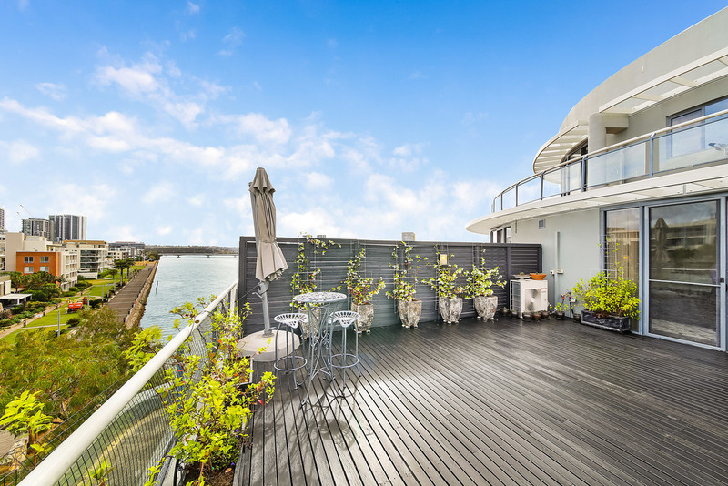 64/27 Bennelong Parkway, Wentworth Point NSW 2127