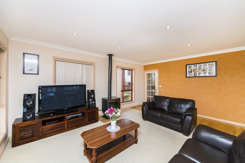 Photo - 65 The Crescent, Queanbeyan NSW 2620  - Image 2