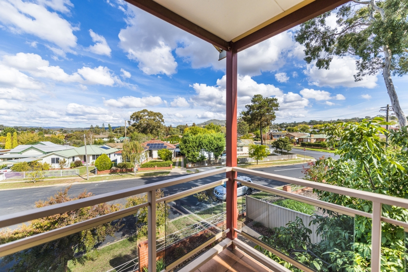 Photo - 65 The Crescent, Queanbeyan NSW 2620  - Image 4