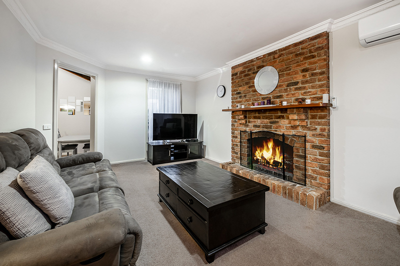 Photo - 67 Lawless Drive, Cranbourne North VIC 3977  - Image 2