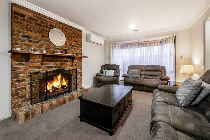 Photo - 67 Lawless Drive, Cranbourne North VIC 3977  - Image 3