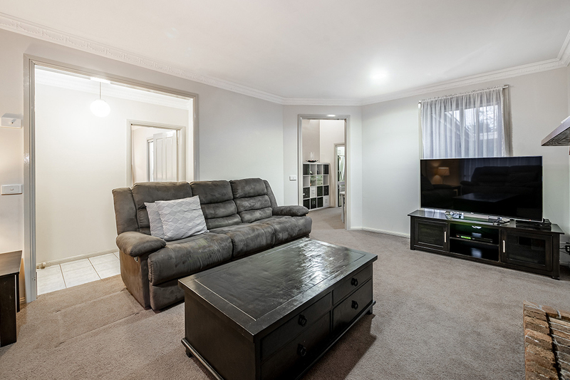 Photo - 67 Lawless Drive, Cranbourne North VIC 3977  - Image 7