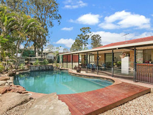 Just  Perrrfect!!!!    Excellent  Location !  Sparkling Pool !  Shed!