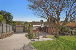 **UNDER OFFER** Right-size your Home and Lifestyle. Easy living right here!
