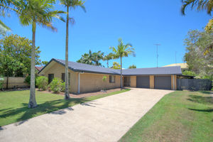 GREAT FAMILY HOME IN MOOLOOLABA - WALK TO THE BEACH, SCHOOLS & SHOPS!