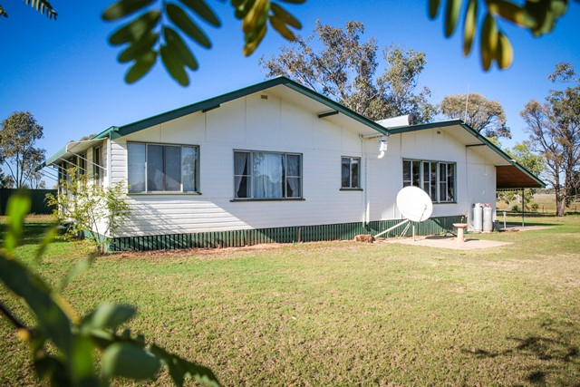 75 Warooby Lane, Roma QLD 4455