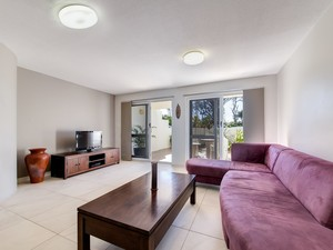 Spacious beachfront apartment - only meters to the beach!