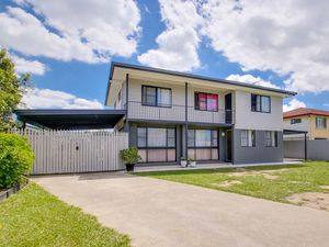 Extended living plus more on large 1,012m2 block