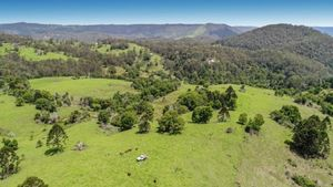 RARE 160 GRAZING ACRES WITH LARGE HOMESTEAD CLOSE TO MALENY