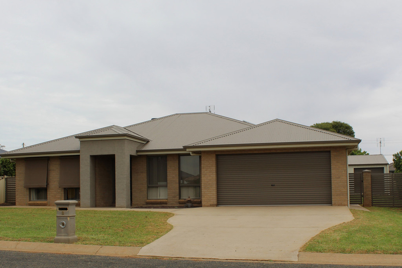 8 Avoca Place, Parkes NSW 2870