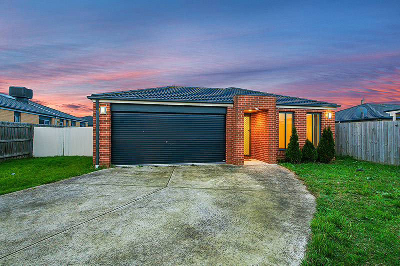 8 Danae Place, Cranbourne West VIC 3977