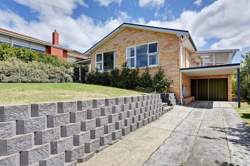 Photo - 8 Fehre Court, Sandy Bay TAS 7005  - Image 2