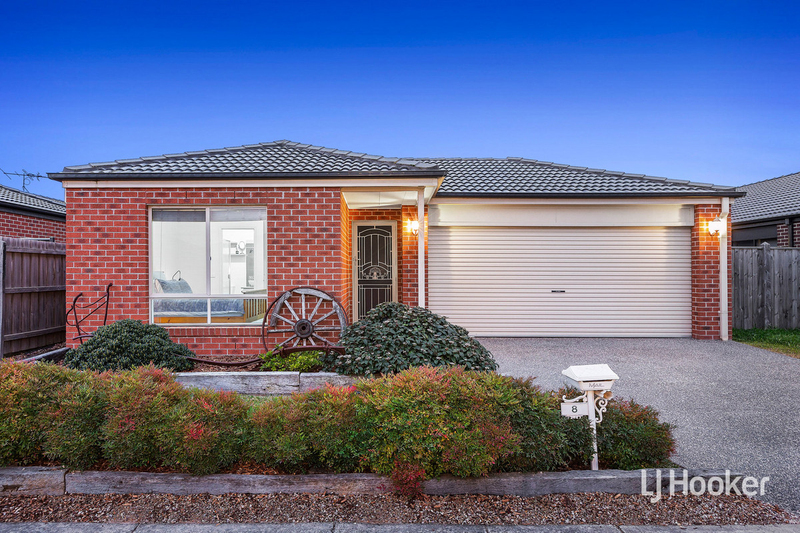 8 Landing Place, Point Cook VIC 3030
