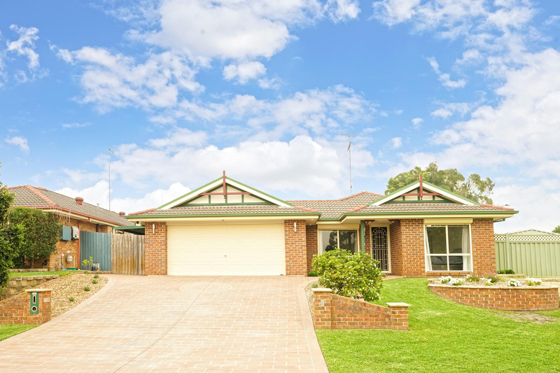 8 Woburn Place, Glenmore Park NSW 2745