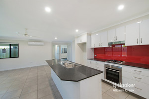 GOOD AS NEW OPPOSITE PARKLAND! MULTIPLE LIVING SPACES + MODERN KITCHEN!