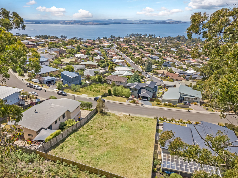 89 Tingira Road, Blackmans Bay TAS 7052