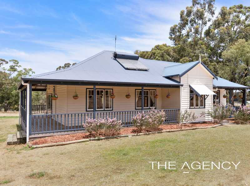 9 Strawberry Hill Drive, Gidgegannup WA 6083
