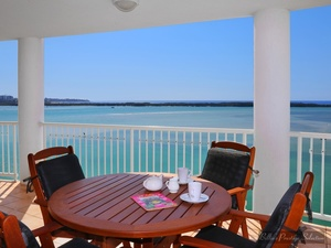 THE ULTIMATE VIEW & LOCATION FROM STUNNING SUB-PENTHOUSE