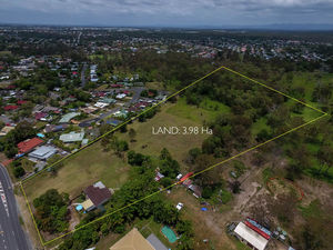 Don't miss out on this rare opportunity to lock down this 3.98 HA property.