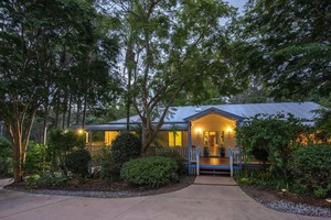 Large family home (or licensed B&B) with pool in subtropical Noosa Hinterland a must view!