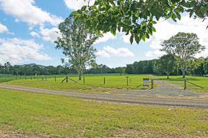 Horse friendly 20 acres close to Noosa