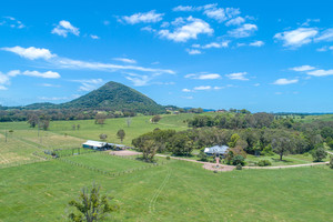 'HIGHFIELD' Rare holding close to Noosa