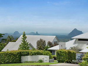 SOLID HOME - GLASSHOUSE MOUNTAIN VIEWS - 1 USABLE ACRE