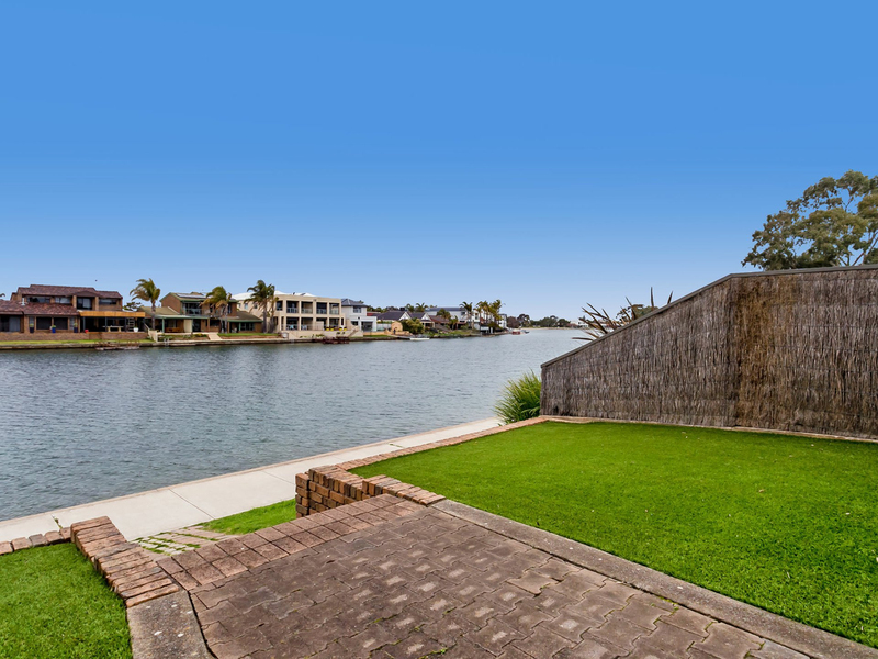 Unit 1/5 Redsails Court, West Lakes Shore SA 5020