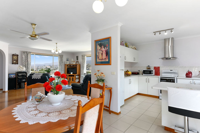 Photo - Unit 2, 5 Chatterton Court, Claremont TAS 7011  - Image 3