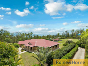 6 BEDROOM EXECUTIVE HOME ON 2 VERY PRIVATE ACRES