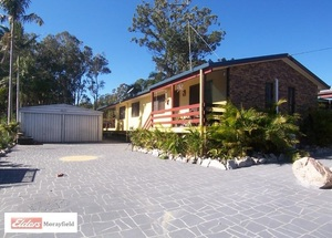 WOODFORD CENTRAL WITH COUNTRY LIVING